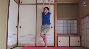 ヨガ 鷲のポーズ   Yoga Eagle Pose   YouTube.jpeg2